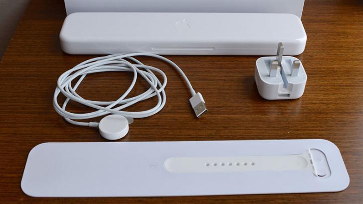 มาดูกันว่าในกล่อง Apple Watch มีอุปกรณ์อะไรให้มาบ้าง