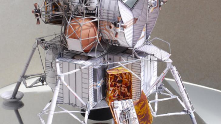 มาลองสร้างยาน Apollo 13 จากกระดาษ A4 แค่ 21 แผ่นกันเถอะ