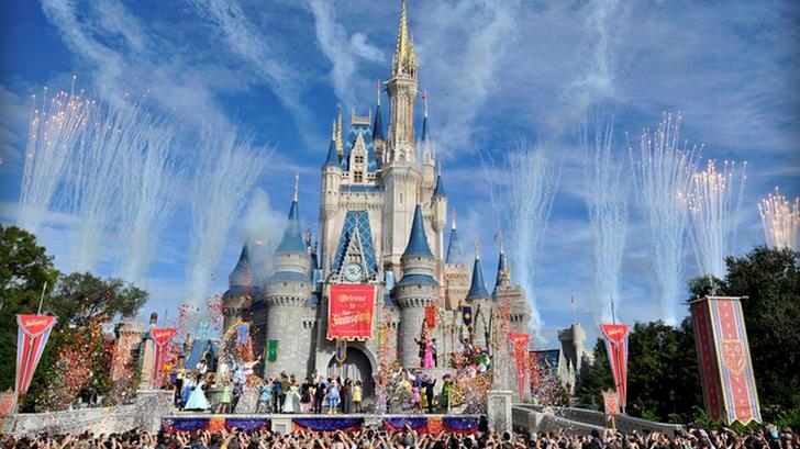 สวนสนุก Disney แบนไม้ Selfie ไม่ให้นำเข้าสวนสนุกแล้ว