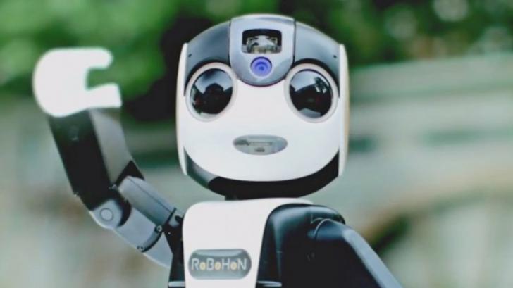 RoBoHoN หุ่นยนต์จิ๋วสุดเจ๋ง ! ที่มาพร้อมกับระบบฟังก์ชั่นของสมาร์ทโฟน