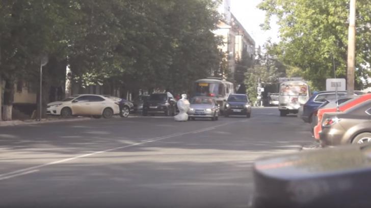 ข่าวใหญ่ ! หุ่นยนต์หนีจากห้องทดลองในรัสเซีย สร้างความแตกตื่นบนท้องถนน