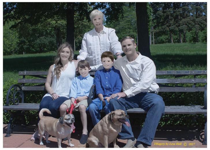หน้าตาก็จะตลกๆ หน่อย เมื่อจ้างตากล้องมาถ่ายภาพครอบครัวในราคาแพง แต่ไหงกลายเป็นแบบนี้