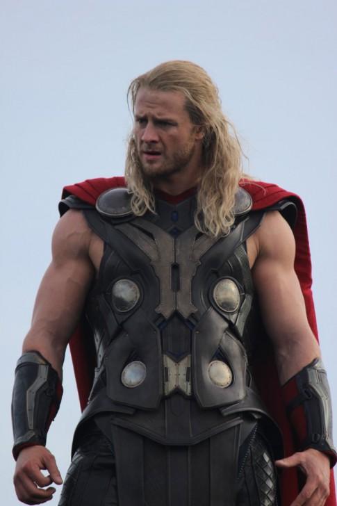 หนุ่มสตั๊นท์แมนบท Thor เผยงานหนักคือการฟิตหุ่นให้บึกเท่า Chris Hemsworth