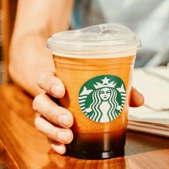 Starbucks ร่วมรักษ์โลก ประกาศลดการใช้หลอดพลาสติก ด้วยฝาปิดแก้วแบบใหม่ที่ยกจิบได้เลย