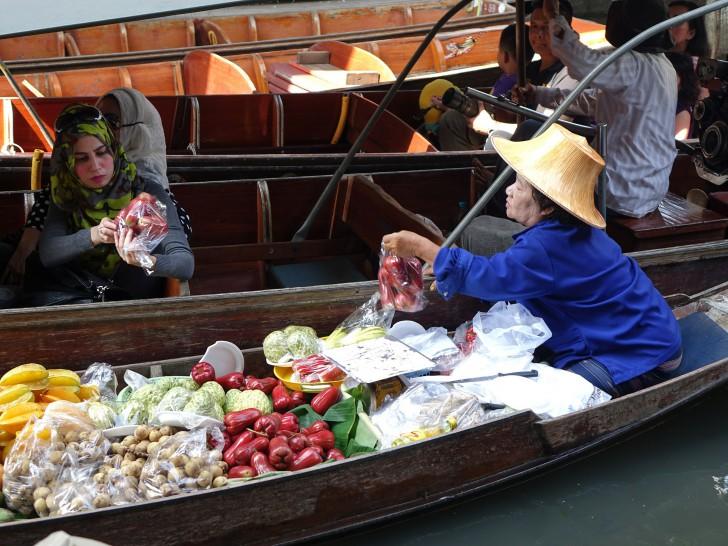 16 สิ่งที่คนไทยมองว่าธรรมดา แต่ต่างชาติทึ่งสุดๆ อาทิ ชาเย็นใส่ถุง ชายหาดที่เต็มไปด้วยลิง