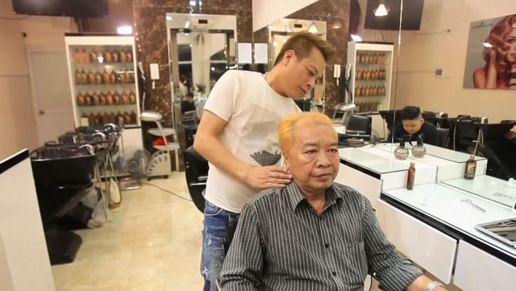 สุดทึ่ง! คิม จอง อึน จับมือกับ โดนัลด์ ทรัมป์ ในร้านตัดผมที่เวียดนาม (แต่เป็นตัวปลอมนะ)