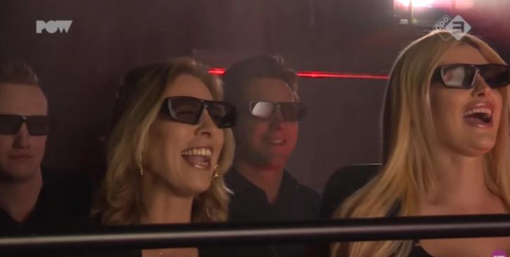 สัมผัสประสบการณ์ใหม่ ดูหนังผู้ใหญ่กับคนแปลกหน้า ในโรงหนังผู้ใหญ่ในรูปแบบ 5 มิติ!